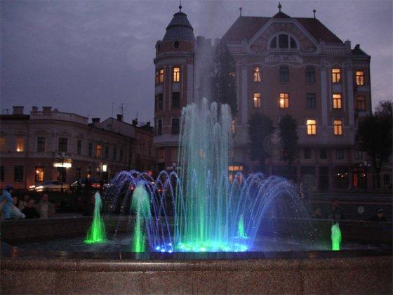 Черновцы — октябрь 2006 г. светомузыкальный фонтан